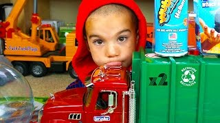getlinkyoutube.com-Bruder Garbage Truck Toy UNBOXING + Playing with WubbleX - JackJackPlays