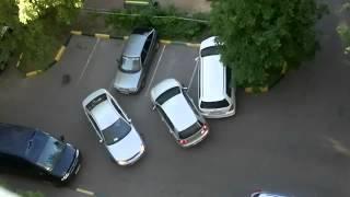 getlinkyoutube.com-Девушка не умеет парковаться во дворе-жесть!