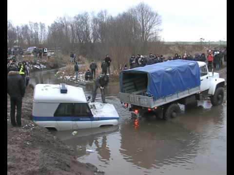 ак из реки ментовский УАЗик тянули в Калуге