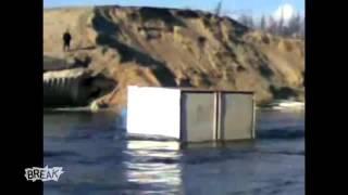 getlinkyoutube.com-Impresionante - Camión Ruso anda sobre lago