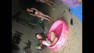 getlinkyoutube.com-Las locas de la piscina ;)