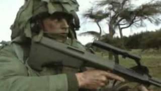 getlinkyoutube.com-Top 10 Combat Rifles: No.7 Steyr Aug (Stg77)