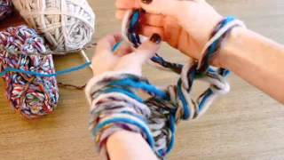 getlinkyoutube.com-Arm Knitting - The Fast & Easy Way to Knit a Scarf!