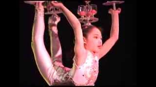 getlinkyoutube.com-Chinese acrobatic troupe performs juggling and incredible balance acts -- amazing -- Xian, China