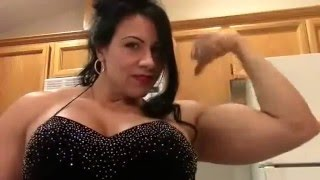 getlinkyoutube.com-Female Muscle Laurie Steele  Poses and Flexes