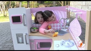 getlinkyoutube.com-Kidkraft Grand Gourmet Corner Kids Toy Kitchen - Unboxing,Review and Pretend Cooking