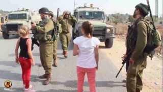 getlinkyoutube.com-طفلة فلسطينية تواجه جنود الاحتلال - النبي صالح 2/11/2012