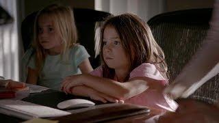 getlinkyoutube.com-The Vampire Diaries: 8x01 - Josie and Lizzie visit Caroline at work [HD]