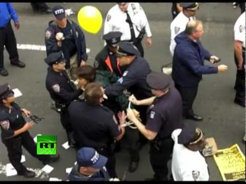 Brooklyn Bridge video: Police arrest Occupy Wall Street protesters