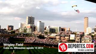 Wrigley Field ceremonia previa entre Chicago Cubs vs. Milwaukee Brewers con paracaidistas del Navy