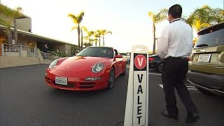 getlinkyoutube.com-Watch Valet Drivers Hand Off Cars To People Who Don't Own Them
