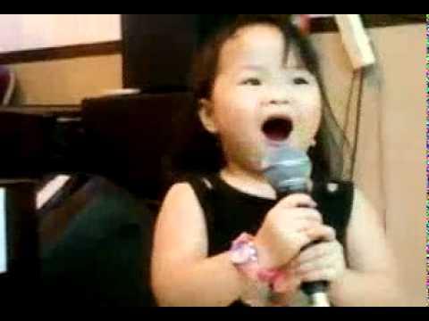 Anak 2,5 th menciptakan lagu Rohani judulnya Hujan BerkatMu