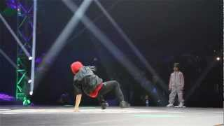 getlinkyoutube.com-Chelles Battle Pro 2013 - Baby Battle Final : BGIRL TERRA VS. BBOY JALEN