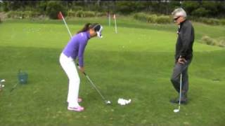 getlinkyoutube.com-Steve Bann & Hee Young Park work on chipping & pitching