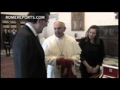 Pope discusses economic crisis  with Spain's prime minister  Mariano Rajoy