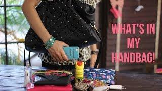 getlinkyoutube.com-What's in my Handbag!