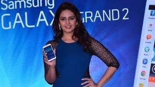 Sexy Huma Qureshi Launches New Samsung Galaxy Grand!