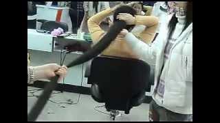 getlinkyoutube.com-Long hair lady cut her 2 meters long hair   LongHairCut cn]