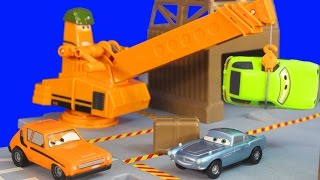 getlinkyoutube.com-Disney Pixar Cars 2 Oil Rig Keycharger Playset with Lightning McQueen Lemon Finn Mcmissile