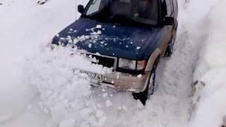 getlinkyoutube.com-Isuzu trooper deep snow beshumi