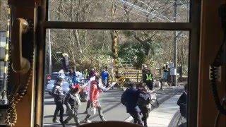 getlinkyoutube.com-第92回箱根駅伝 5区ランナーの通過を登山電車の中から