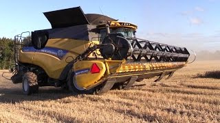 getlinkyoutube.com-New Holland CR 9.90 And CR 9090 Combine Harvesters In The Spring Wheat