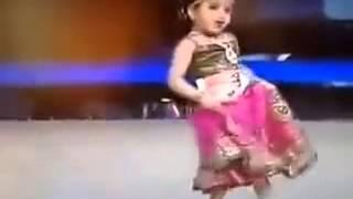 getlinkyoutube.com-الى عشاق الرقص الهندى.. شاهد أصغر طفلة فى العالم ترقص هندى ...