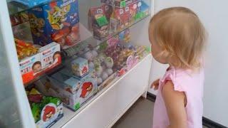 getlinkyoutube.com-Покупаем вкусняшки в магазине в саду Киндеры Энгри Бердс и Маша и медведь, мороженое Бубль Гум