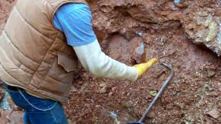 getlinkyoutube.com-Digging a Big Pocket at Bear Mountain Crystal Mine with Bobby Fecho