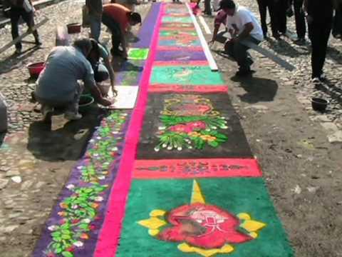 Alfombras... Semana Santa 2011 - La Antigua Guatemala.wmv