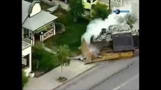 getlinkyoutube.com-Бронированный бульдозер разрушил в США целый город.