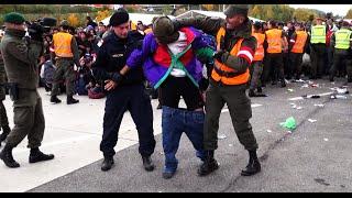 getlinkyoutube.com-Tumultartige Szenen FLÜCHTLINGE in Spielfeld/Österreich | Refugees Austria  22.10.2015