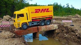 getlinkyoutube.com-BRUDER truck DHL falls into water