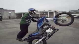getlinkyoutube.com-Piloto Du Bolacha Grau - Wheeling XRE 300