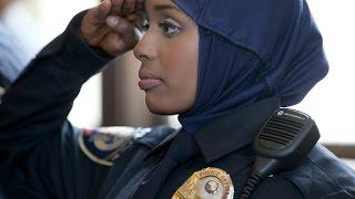 getlinkyoutube.com-Gabar Somali-Amercan oo ka mid noqotey Booliiska Mareykanka