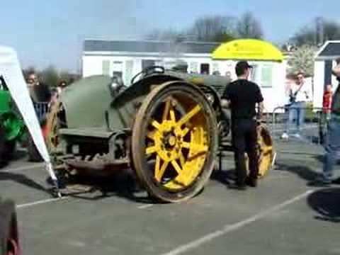 démarrage d'un trés vieux tracteur
