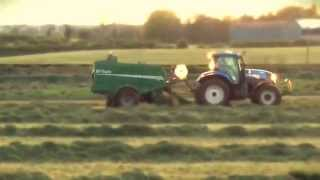 getlinkyoutube.com-First cut Bailing with a New Holland T7.200 and McHale Fusion Baler featuring a Marshall 904