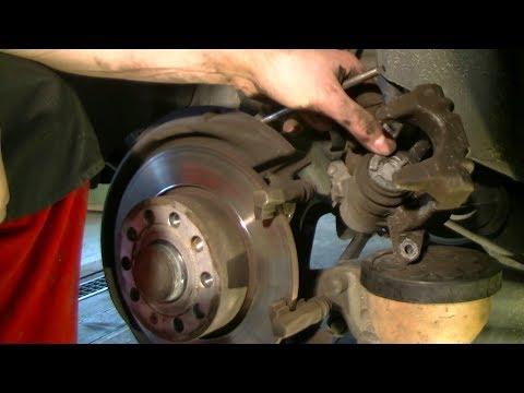 Replacing rear brake pads on a VW Golf Plus 5