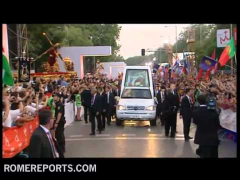 Pope greets pilgrims from Popemobile during World Youth Day
