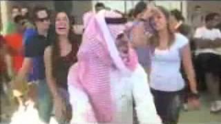 getlinkyoutube.com-سعودي يرقص في امريكا بس زابط الرقصه بنات دلع