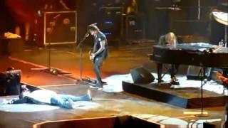 getlinkyoutube.com-Peleas, Pleitos y Caidas De: Nirvana y Guns N Roses.