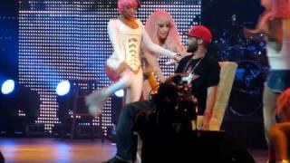 getlinkyoutube.com-Nicki Minaj Gives Fan Lap Dance Live in Washington, DC 4/3/2011