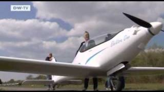 getlinkyoutube.com-Battery powered plane gets a test flight - Elektra One - D-MELN