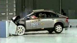getlinkyoutube.com-Crash Test 2004 - 2009 Volvo S40 (Frontal Offset) IIHS