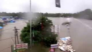 getlinkyoutube.com-Chembarambakkam lake water open due to heavy rain in Chennai (Part-6)