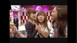 getlinkyoutube.com-Sunny and SNSD kissess moment (HD)