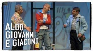 Al museo di arte moderna (1 di 3) - Anplagghed   Aldo Giovanni e Giacomo