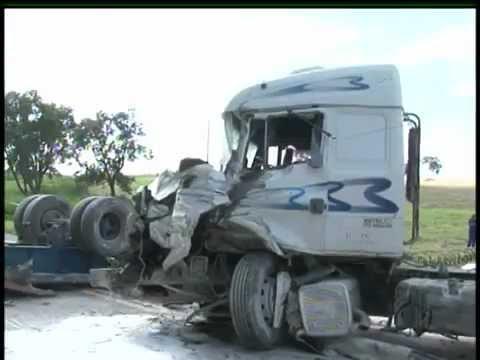 Três mortes em acidente na BR-277 em Fernandes Pinheiro