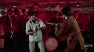 Bombay To Goa Comedy Scenes - Amitabh Bachchan & Shatrughan Sinha's Fight Scene
