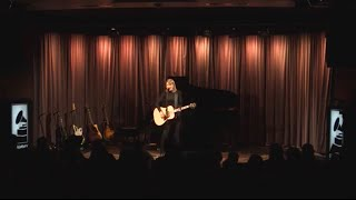 "getlinkyoutube.com-Taylor performs ""Blank Space"" at The GRAMMY Museum"